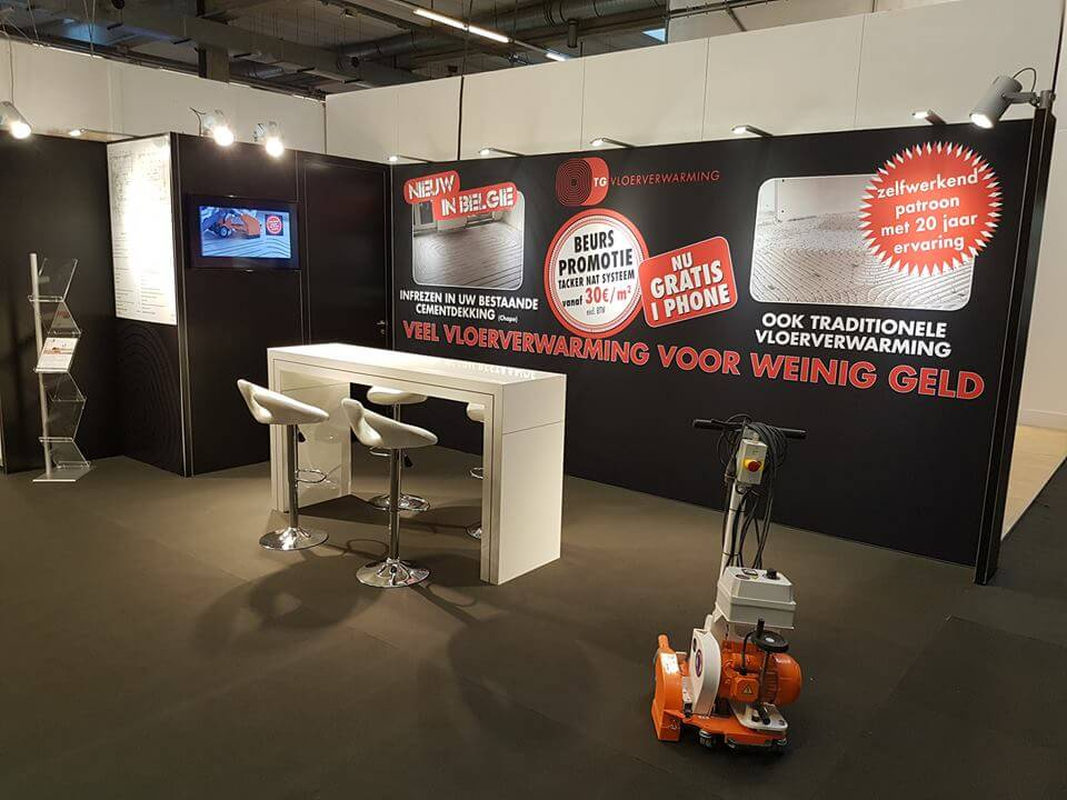 Grote visuals op een modulaire stand | © www.Expopoint.be